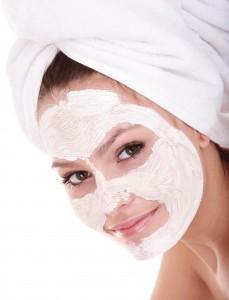 Maska iz bele gline