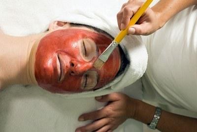 Maska iz rdeče gline